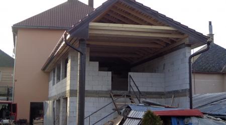 Výstavba strechy – Dlhá Ves