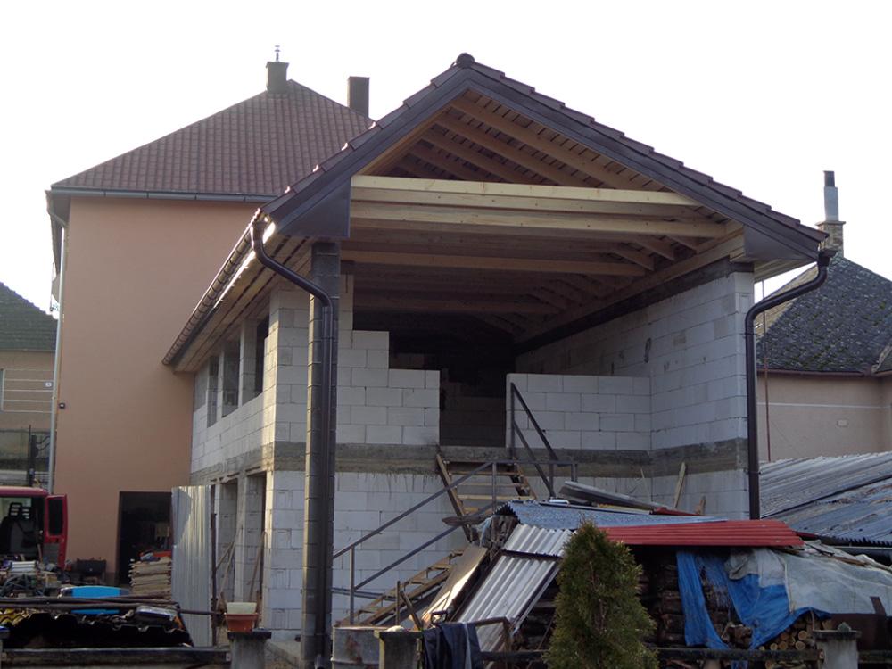 Stavba strechy Dlhá Ves